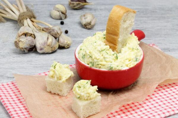 Салат з плавленим сиром і часником