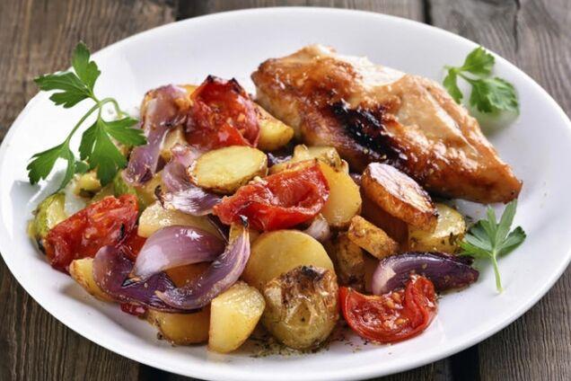 Картошка с овощами запеченная