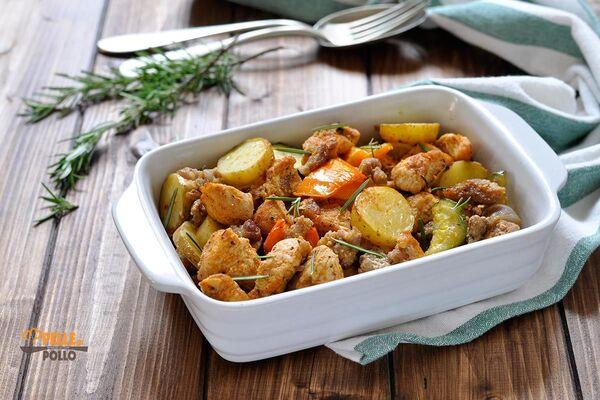 Картошка с овощами и мясом в духовке
