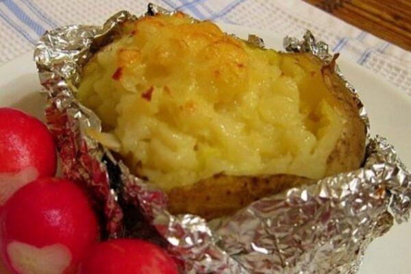 Картопля в фользі з сиром