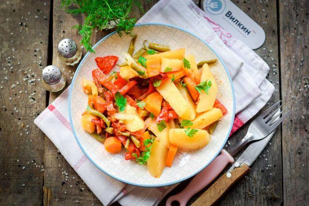 Картошка с овощами тушеная