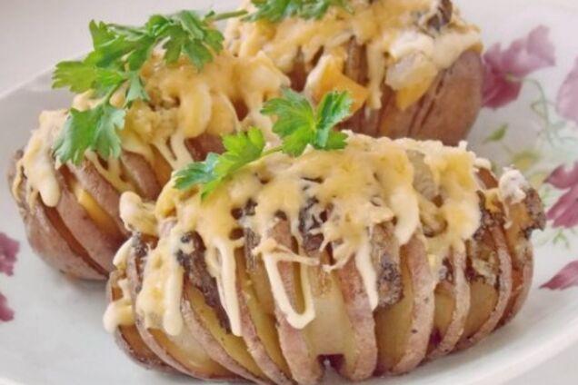 Картопля з салом у духовці у фользі