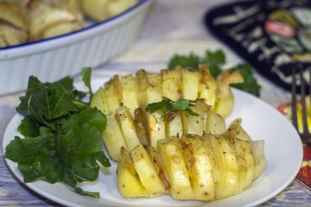 Картошка ''гармошка'' с салом