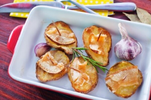 Печена картопля із салом у фользі