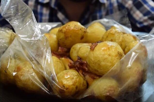 Картопля в рукаві з салом