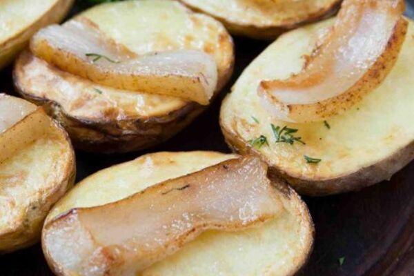 Картошка в мундире с салом в духовке