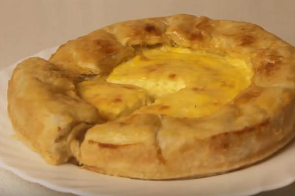 Сирний пиріг із листкового тіста