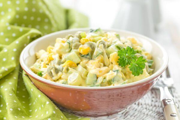 Салат із горошком і кукурудзою