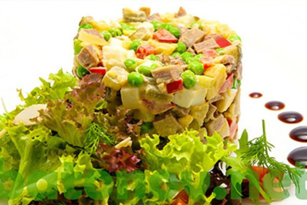 Салат с горошком и языком