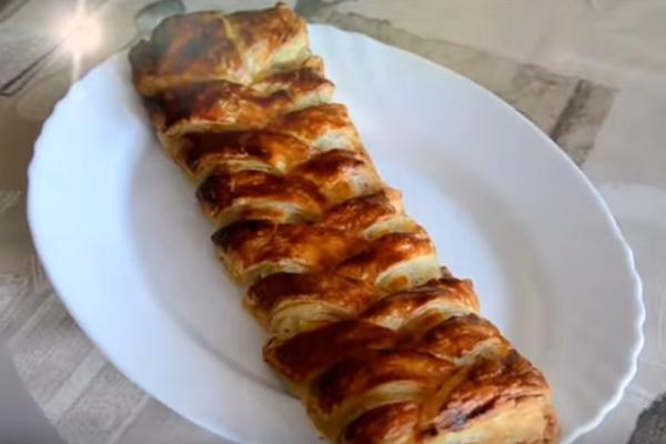 Рыбный пирог из слоеного теста