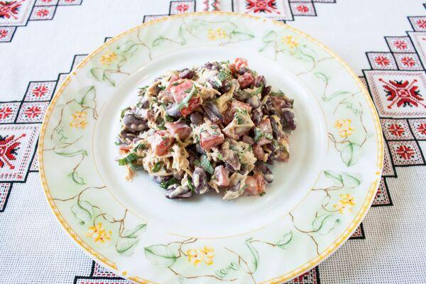 Салат ''Обжорка'' с грибами