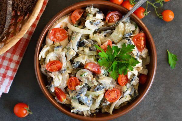 Салат із баклажанами і помідорами