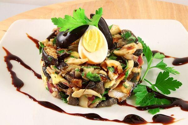 Салат із баклажанами і яйцем