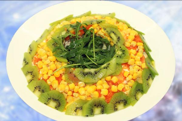 Салат з ківі і кукурудзою