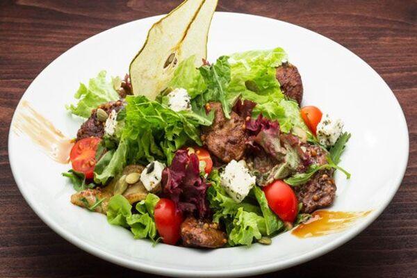 Салат с грушей и уткой
