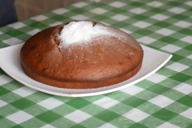 Заливний пиріг із вареням
