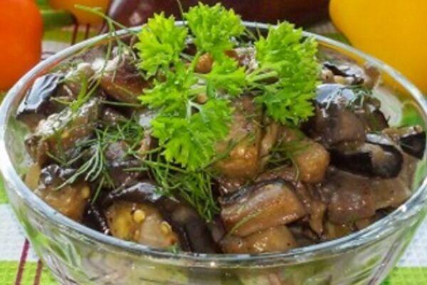 Салат з баклажанами і грибами