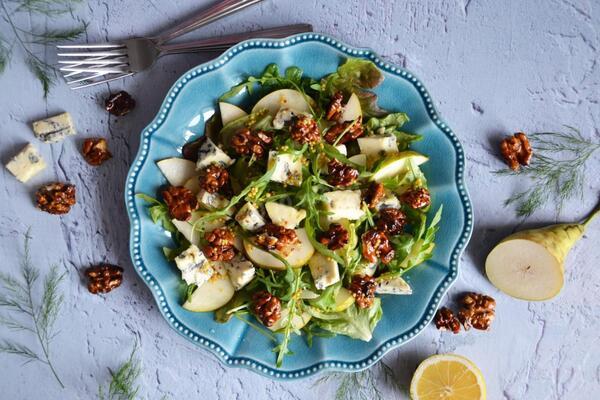 Салат з грушею і сиром