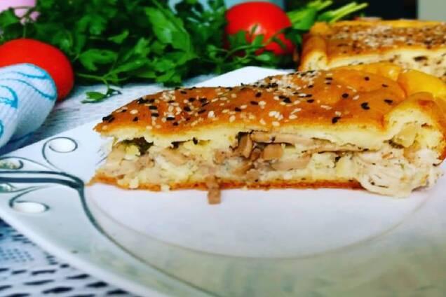 Заливний пиріг із куркою та грибами