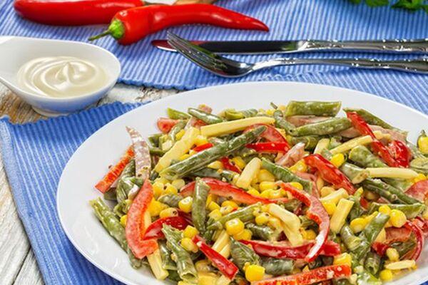 Салат зі спаржею та кукурудзою