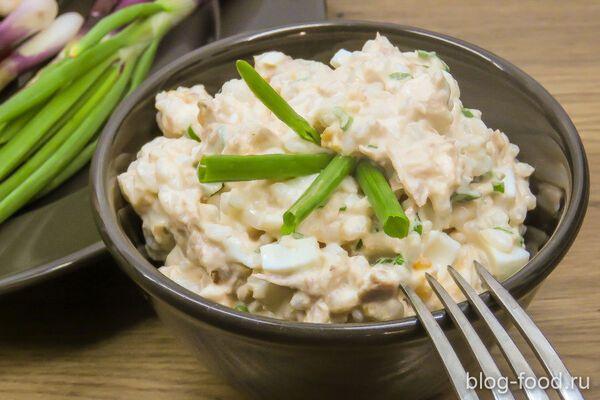 Салат із рисом і консервами