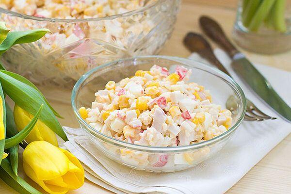 Салат із рисом і кукурудзою