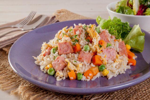 Салат з рисом і овочами