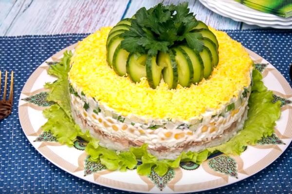 Салат із рисом і печінкою тріски
