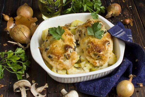 Мясо по-французски с картофелем и грибами