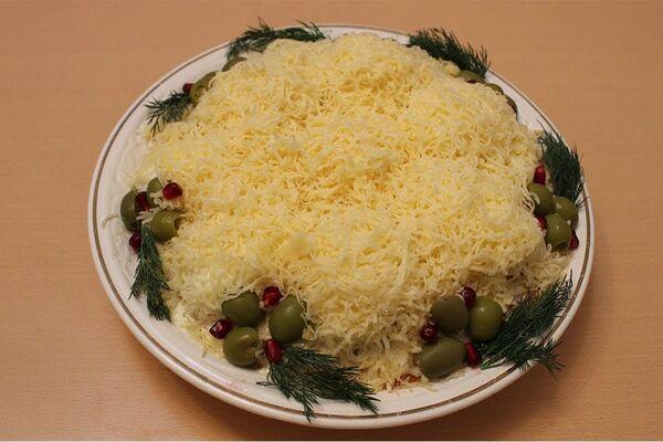 Салат ''Кучугури'' з куркою і грибами