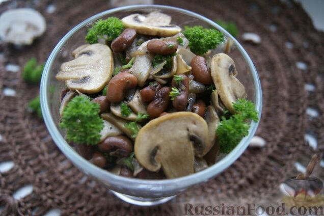 Салат із квасолею та грибами