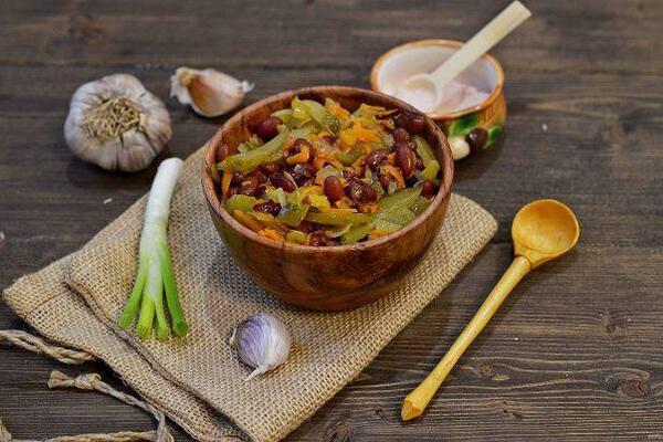 Салат с вареной фасолью