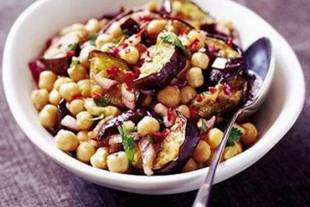 Салат с фасолью и баклажанами