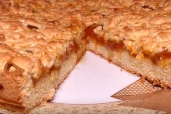 Пиріг з абрикосовим варенням