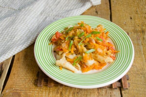 Риба з овочами на сковороді