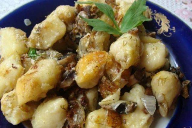 Ледачі вареники з картоплею та грибами