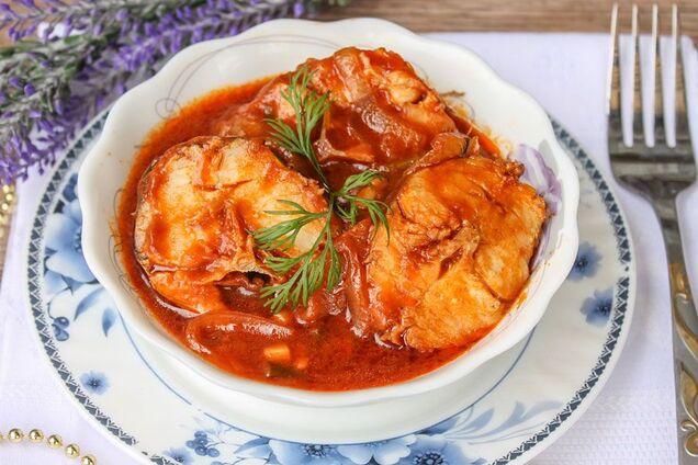 Заливная рыба в томатном соусе