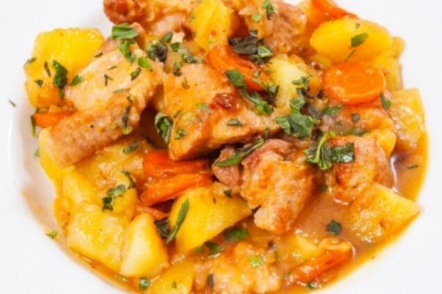 Тушковане м'ясо з картоплею