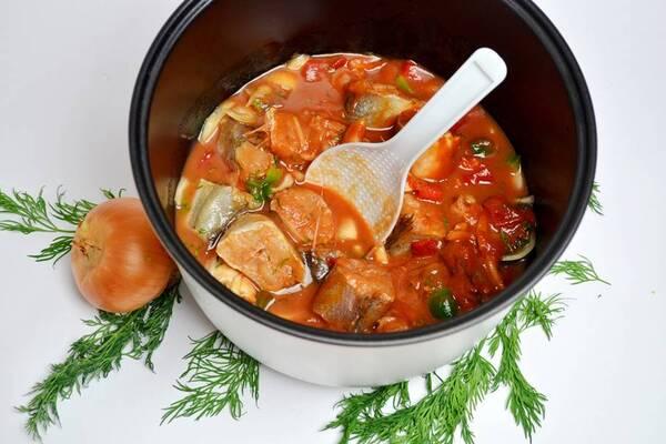 Риба в томатному соусі в мультиварці