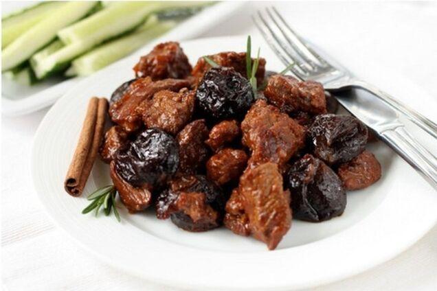 Тушкована яловичина з чорносливом