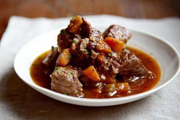 Тушкована яловичина у вині