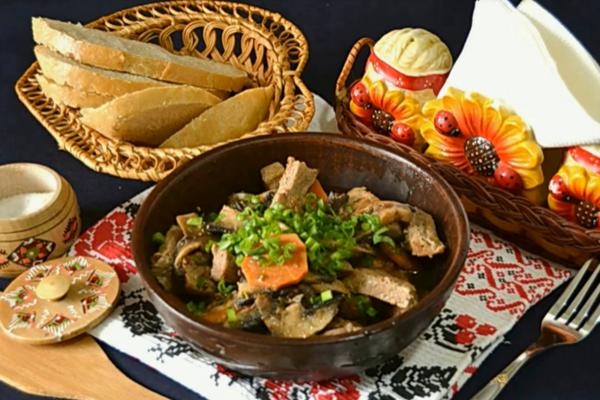 Тушеная говядина с грибами