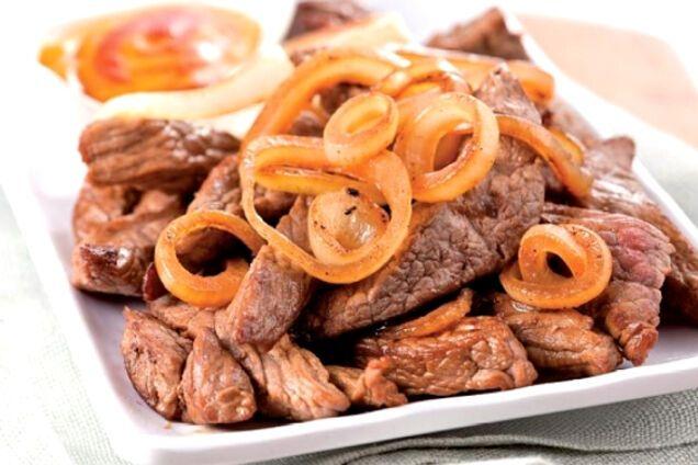Смажене м'ясо з цибулею