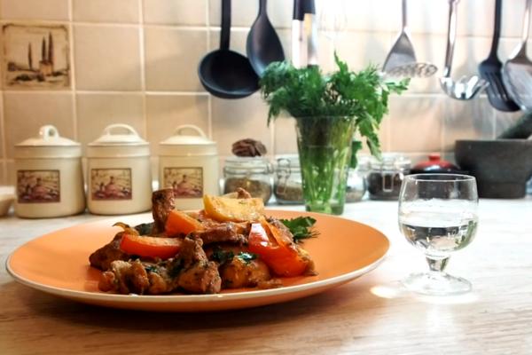 Жареное мясо с помидорами