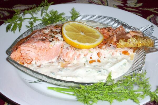 Риба в сметанно-сирному соусі