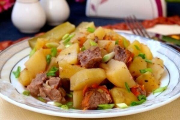 Тушкована телятина з картоплею