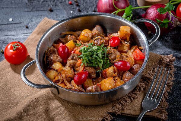 Жареная баранина с овощами