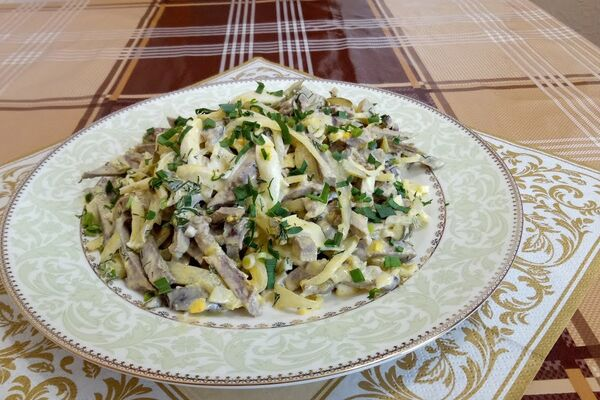 Салат из свиного сердца с маринованым луком