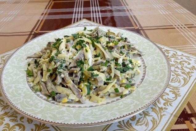 Салат зі свинячого серця з маринованою цибулею