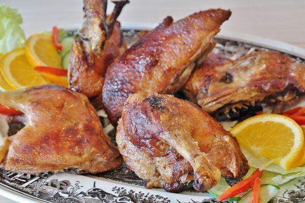 Жареная утка кусочками на сковороде